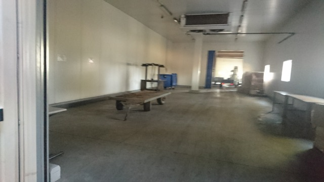 s_作業倉庫と冷蔵庫2.JPG