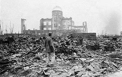 """הירושימה לאחר פצצת האטום. """"תסכן את האנושות כולה"""" (צילום: איי פי)"""