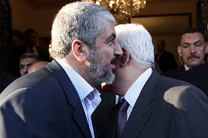 Palestinian agreement? Abbas and Mashaal (Photo: AFP)