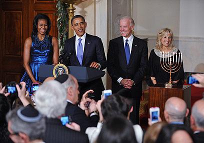 חיוכים ובדיחות בבית הלבן (צילום: AFP)