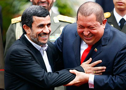 Ahmadinejad, Chavez joked about nukes (Photo: Reuters)