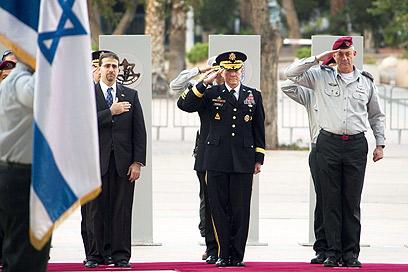 US Chief of Staff Martin Dempsey with Israeli Chief of Staff Benny Gantz