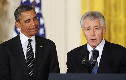 צ'אק הייגל, שמונה לשר ההגנה, לצד הנשיא אובמה, במעמד ההכרזה (צילום: MCT)