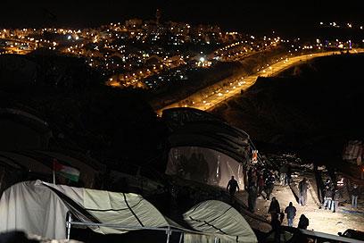 """המאחז הפלסטיני ב-E1. """"לפעול בדחיפות למנוע מהומות"""" (צילום: AFP)"""