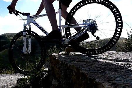 Bicicleta com pneu sem ar