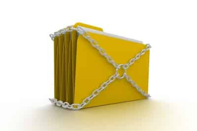 Arquivos seguros em uma pasta amarela lacrada