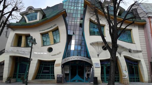 Crooked House, Poland