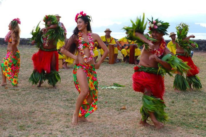 Polynesian dances on beach