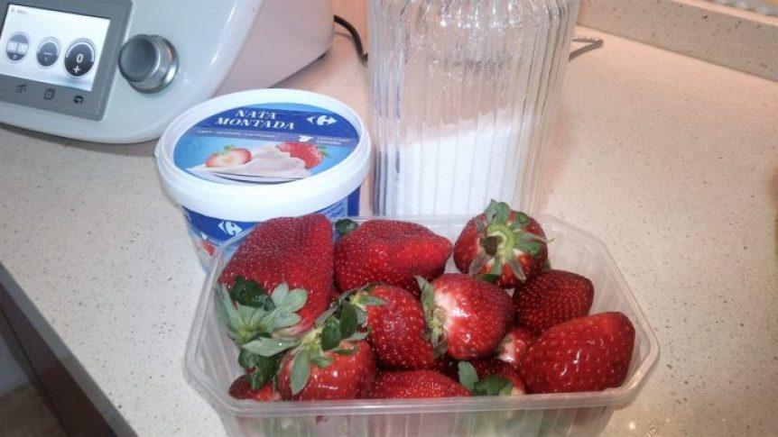Ingredientes para hacer batido de fresas con Thermomix