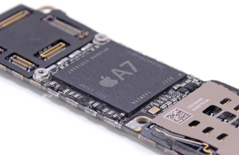 iPhone-5s-motherboard-A7-chip-iFixIt-001