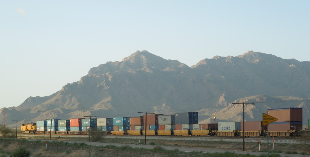 Freight_train_in_Tucson_Arizona_2