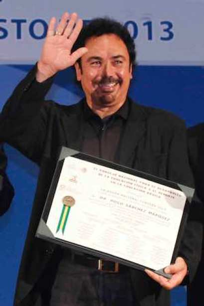 RECONOCIMIENTO AL EX FUTBOLISTA HUGO SÁNCHEZ