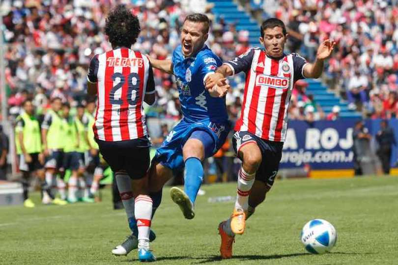 Chivas aprovechó la pobreza defensiva del local para terminar con el cero apenas al minuto cuatro.