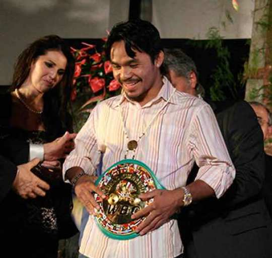 El filipino Manny Pacquiao y el estadounidense Timothy Bradley anunciaron este martes la pelea de revancha que sostendrán el 12 de abril en Las Vegas, Nevada.