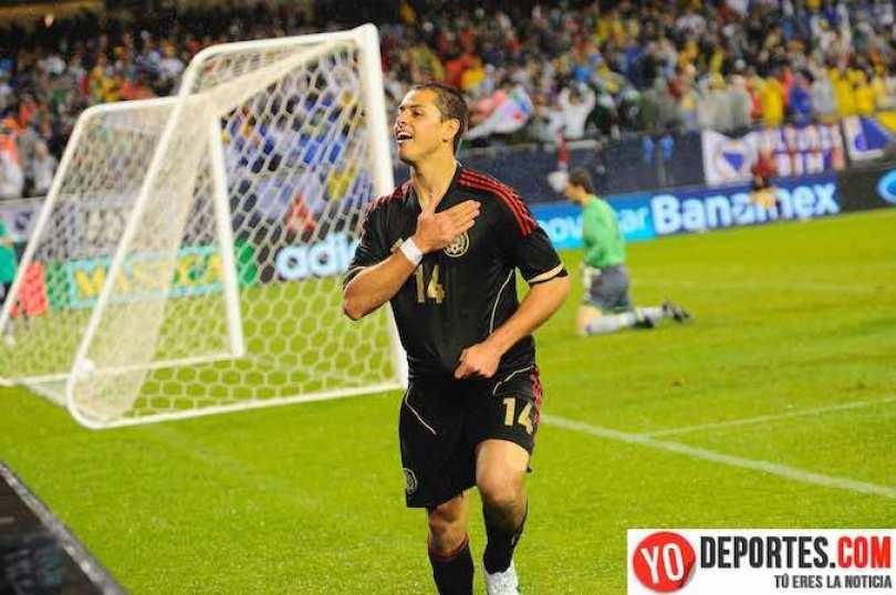"""Javier """"Chicharito"""" Hernández celebrando el segundo gol que le hizo a Bosnia en mayo de 2012 aquí en Chicago."""