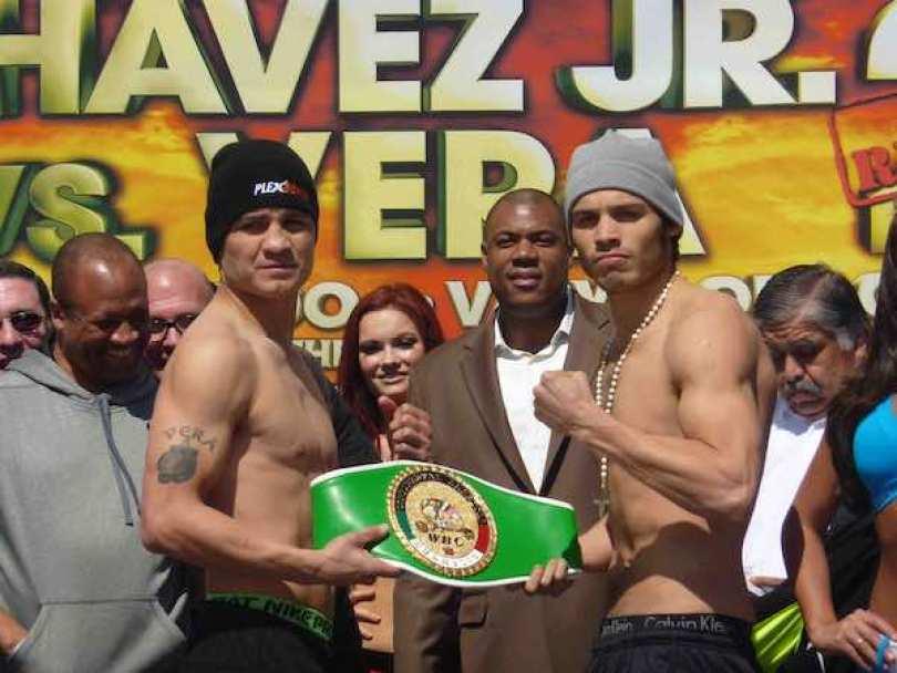 Bryan Vera y Julio César Chávez se enfrentan en el Alamodome de San Antonio, Texas.
