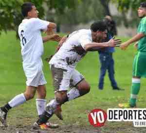 Entre lodo La Mangana se corona en Fuerza Latina Soccer League