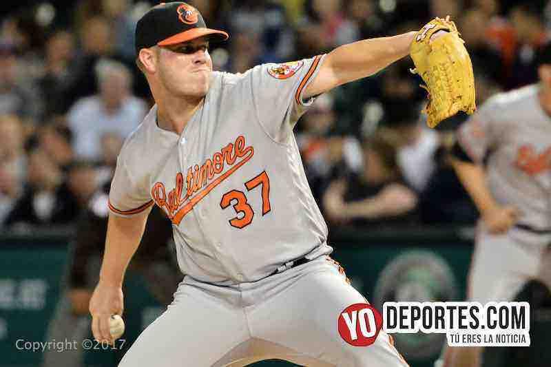 Dylan Bundi lanzador de los Orioles de Baltimore contra Medias Blancas de Chicago