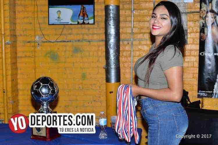Alejandra Saldaña, la madrina de las premiaciones en Chitown Futbol de Chicago