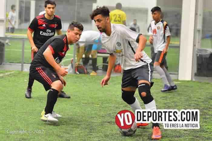"""Miguel """"Cuba Valdéz jugador cubano del equipo Deportivo 357 en la Liga Douglas de Chicago."""