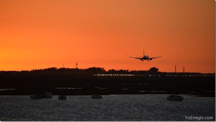 emigrar-avion-aeropuerto