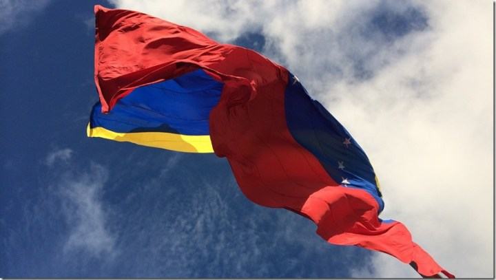 venezuela-bandera-venezolanos-emigrar