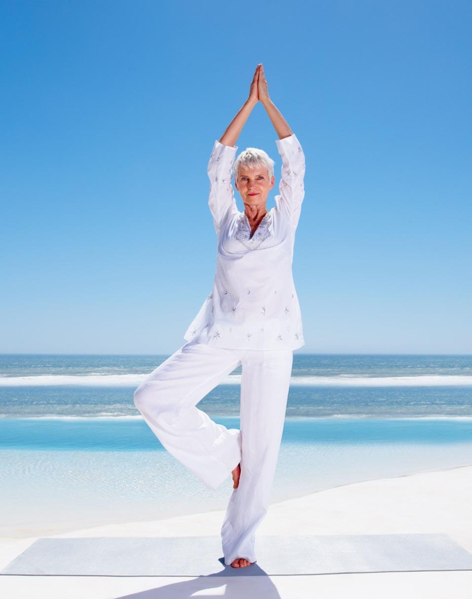 yoga-senioren-sommerschnee