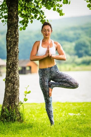 yoga pose without mat