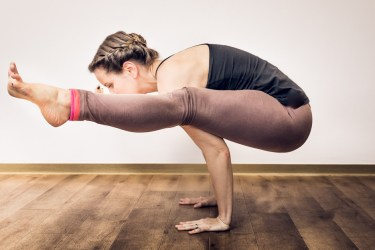 arm balance yoga pose