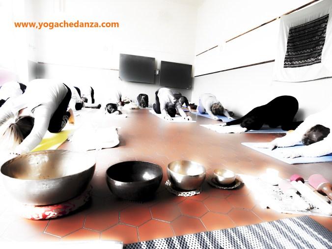 foto pratica yoga montorso balasana
