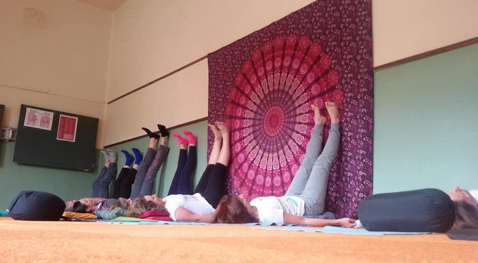 yoga alla parete
