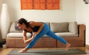foto establece practica se flexible yoga con cris