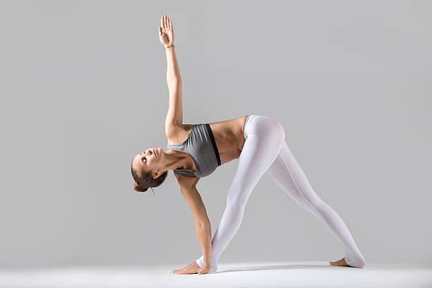Ayakta yoga hareketleri