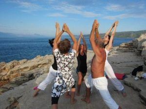 cosmic yoga_1 Evening Lategano balancing side angle stretch