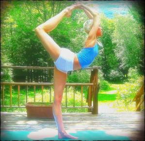 Ana Brett Kundalini Yoga pose – Yoganomics