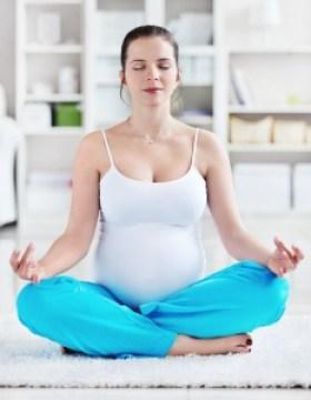 Résultat de l'image pour femme enceinte qui font du yoga