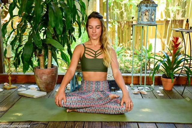 feel-good-yoga-sequence_sukasana