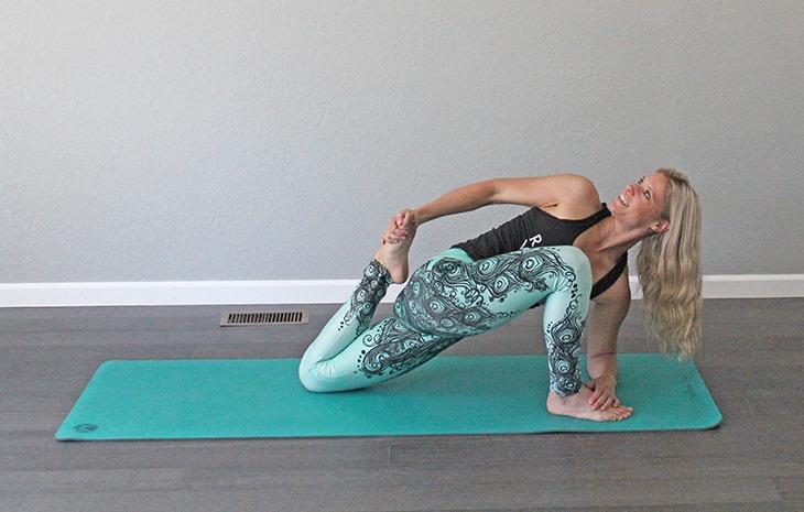 lizard-lunge-twist-forearm