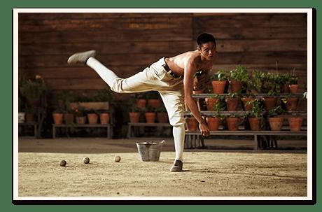 曹祐寧飾演的Akira練球的劇照,我本來想選練到半夜對著蠟燭練的那張。但一直找不到,只好...