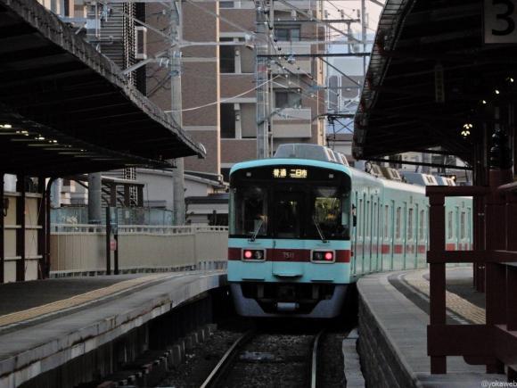 太宰府駅を出発する西鉄電車
