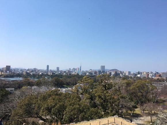 福岡城大天守台跡より大濠公園、福岡タワー、ヤフオクドーム方向を臨む