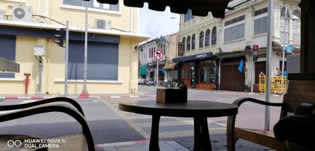 """แล้วเราก็มาหยุดแวะดื่มน้ำ กินขนมปังปิ้งที่ The Old Phuket Coffee """"Coffee Station"""""""
