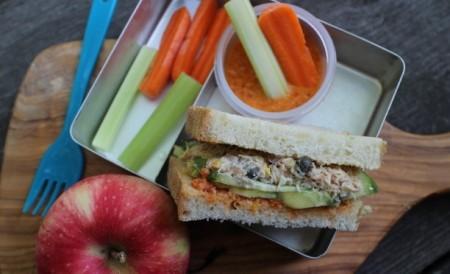 蟹サラダサンドと野菜スティック