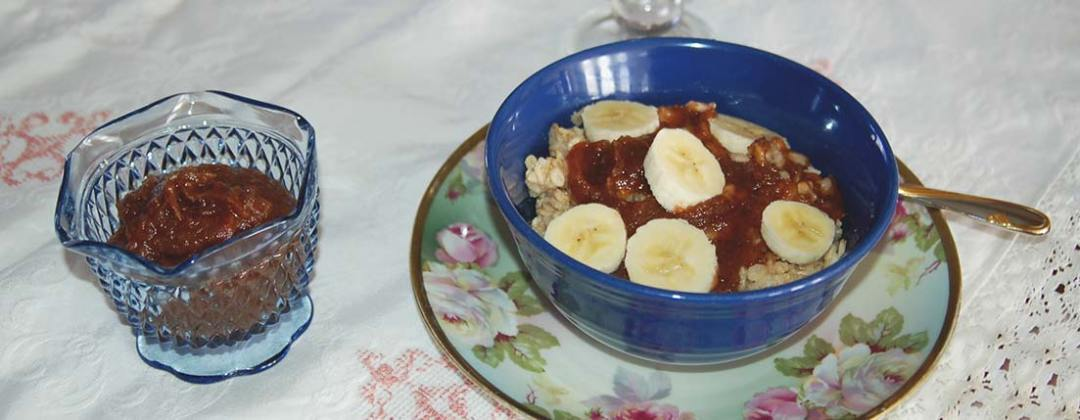 Oatmeal with apple butter and bannana