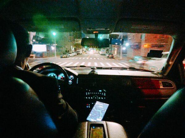 ウーバー車内