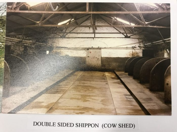 Double-sided shippon with concrete boskins. Unknown source