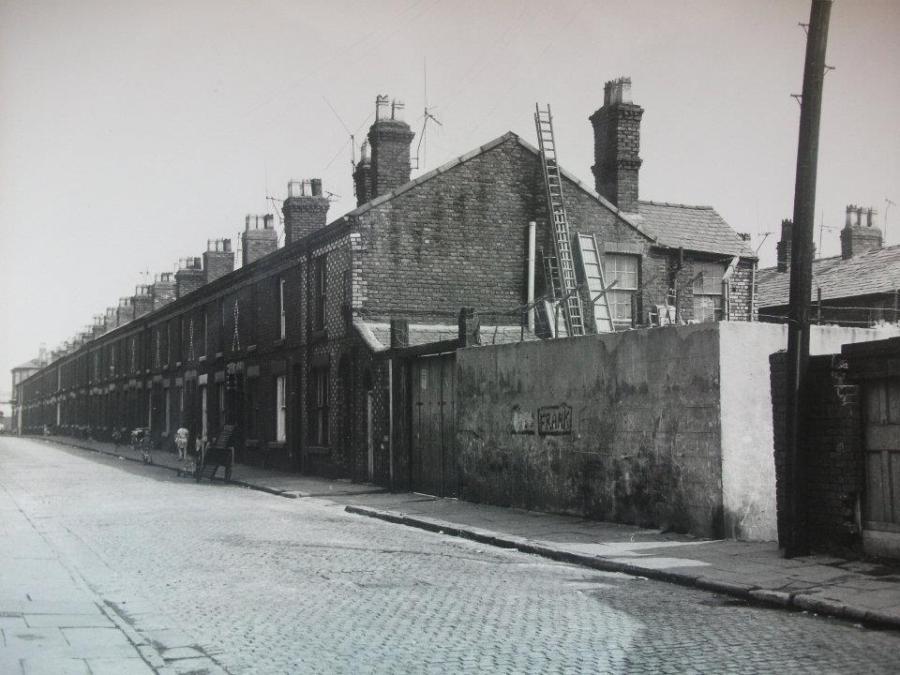 Wrayburn Street in 1970 from https://www.liverpoolpicturebook.com
