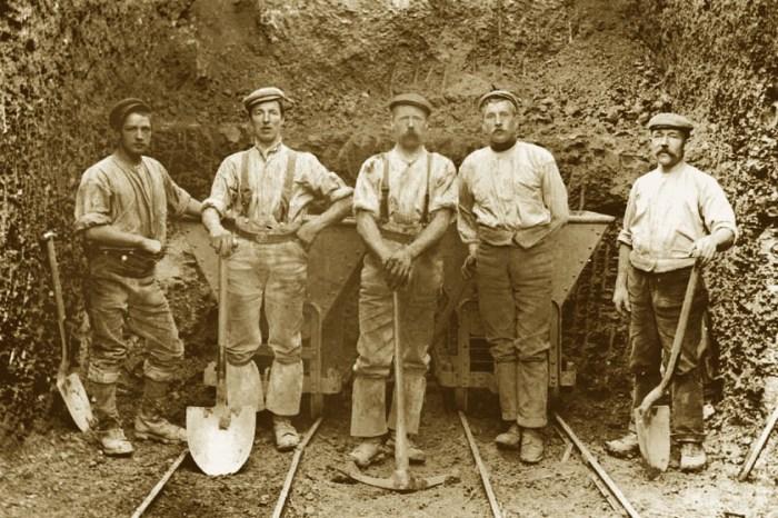 Nineteenth century railway navvies near Sheffield, Yorkshire. Courtesy of Brett Payne Photo-Sleuth blog