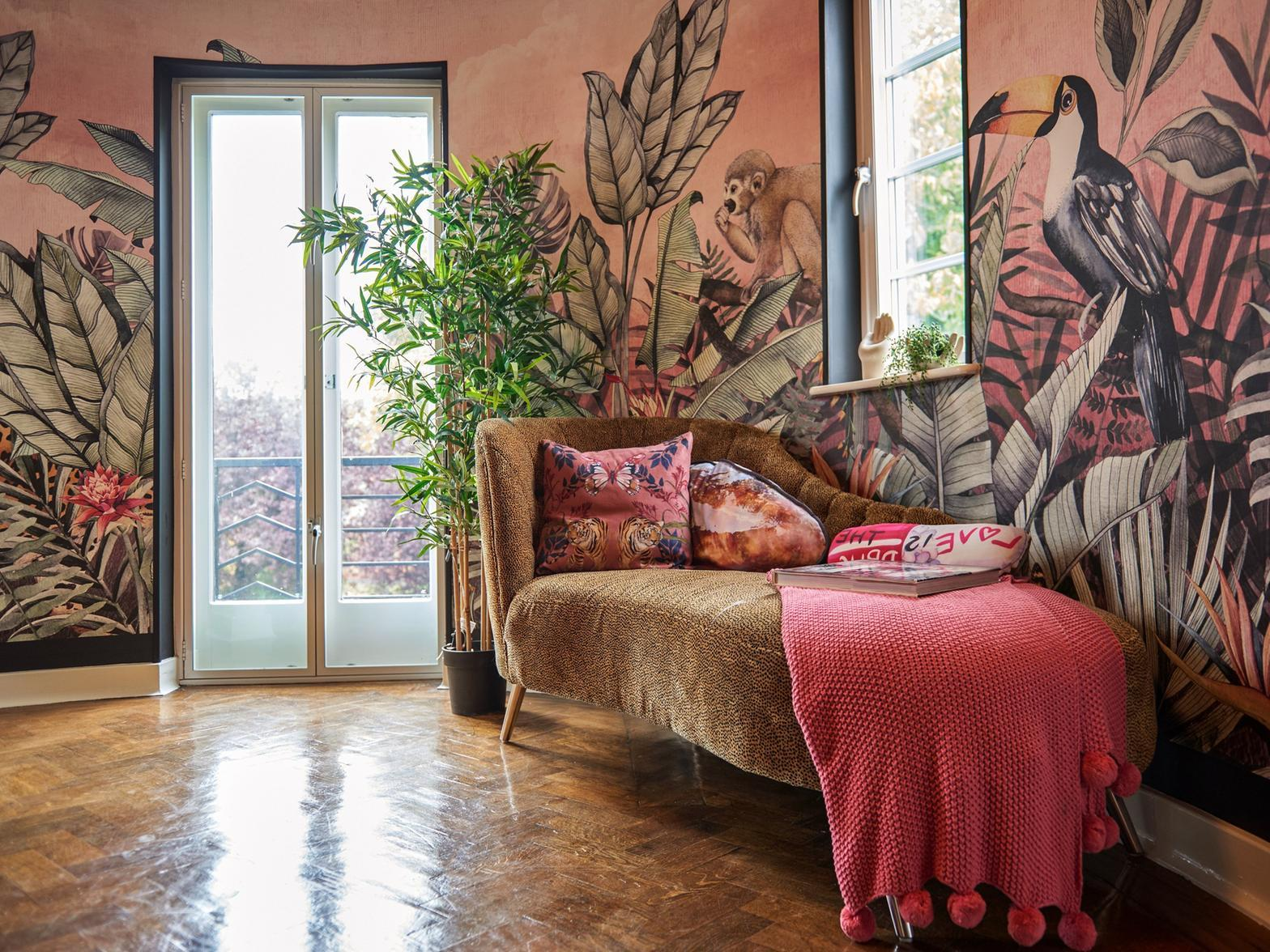 Ten aspiring interior designers compete in a commercial design challenge to redesign oxfordshire show homes. Bbc Interior Design Masters Star Siobhan Murphy And Her Incredible Castleford Home Yorkshire Post