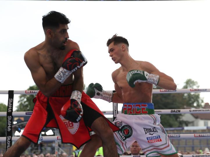 Hussain failed to establish his length in his short bout against Hopey Price   MAFB: Lara Warrington 2